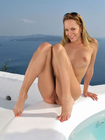 Nude Blue Angel Is In The Outdoor Pool Swimming And Fisting The Pussy Hole