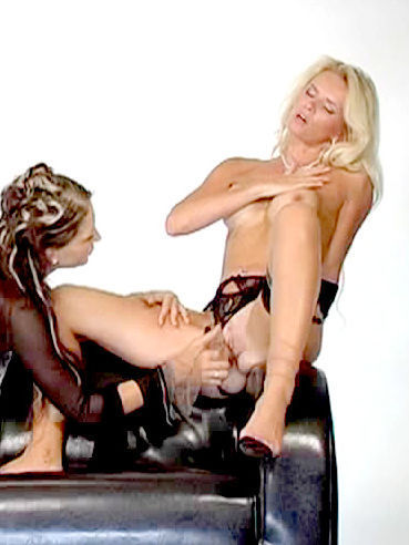 Slender Babe In Black Pantyhose Gets Her Pussy Finger Fucked By Nicoletta Blue