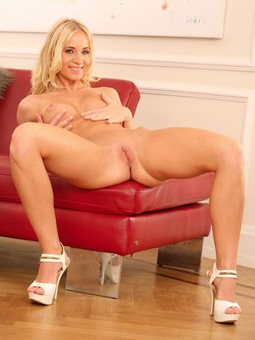 Insatiable Blonde Vixen Kiara Lord Is Crazily Fucking Her Nub With Two Fingers