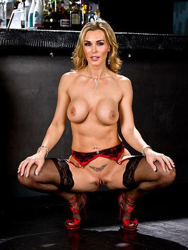 Tanya James Gets Fucked in Dirty Garage - Videos Porno
