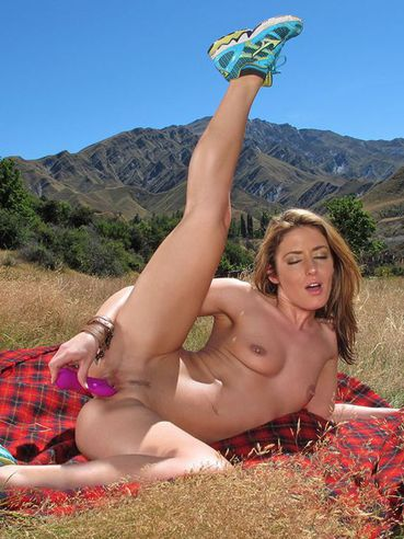 Sultry Sheena Shaw Loses Off Top And Shorts And Dildo Pounds The Beaver Outdoor