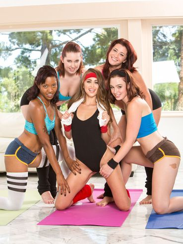 Riley Reid And Her Girls Melody Jordan, Jodi Taylor And Cici Rhodes In A Lesbian Orgy
