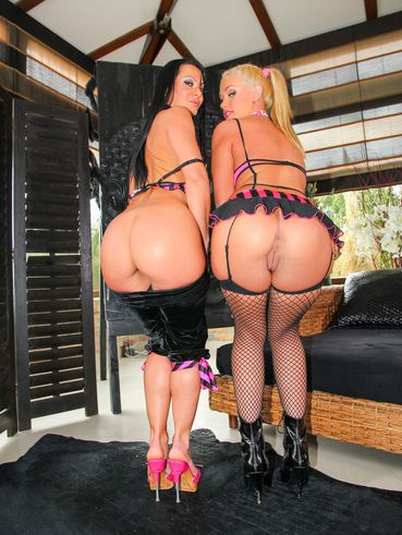 Softcore Babes Sandra Romain And Roxy Raye Flaunt Their Stunning Curves In Lingerie And Stocking