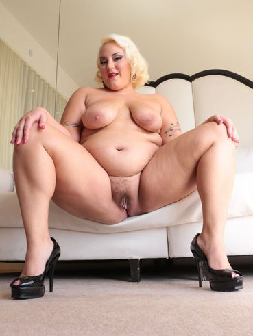 Jade Rose Is Chubby Blonde Who Loves Showing Her Shaved Pussy To The Camera.