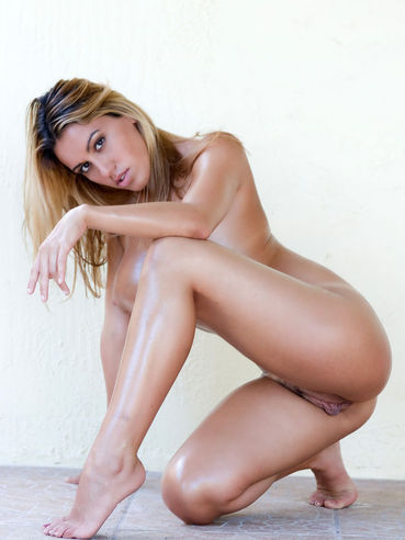Exotic slut with model looks loves to ride di 2