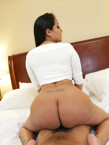 Latin Chick With Gorgeous Round Booty Kiara Mia Is In The Raunchy Pussy Fuck